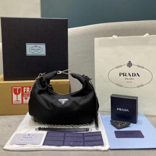 Сумка из нейлона Prada Re-Edition купить недорого